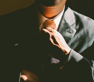 Foto uomo giacca e cravatta