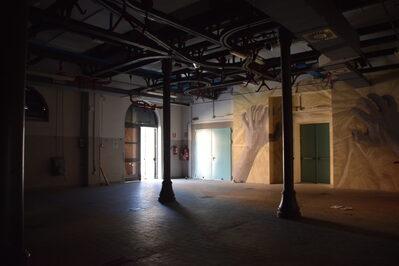 Foto interno sala eventi con murales di Gnob