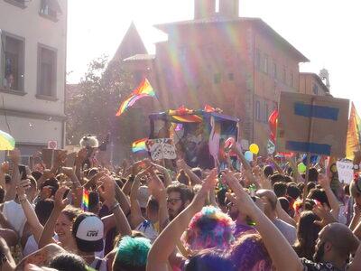 Un immagine del corteo Toscana Pride - foto Sara Catalano