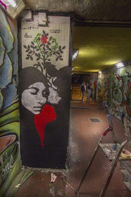 Opere di street art in un sottopasso pedonale